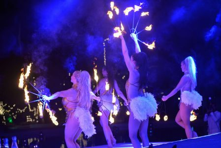 fire performing girls