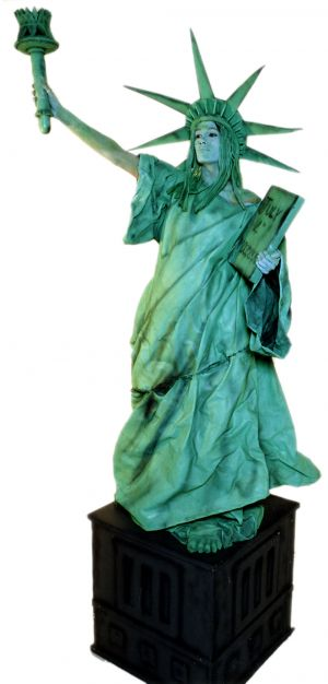 independence day theme statue