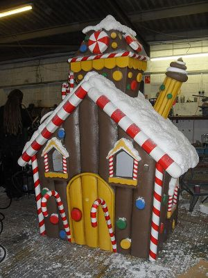 Snowdome Gingerbread House